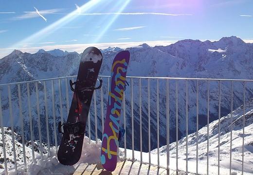 snowboards-227543_640